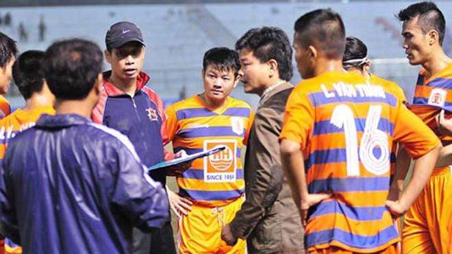 Không có lực lượng tốt nhất, nhưng thầy trò HLV Nguyễn Văn Sỹ vẫn quyết chơi tới cùng