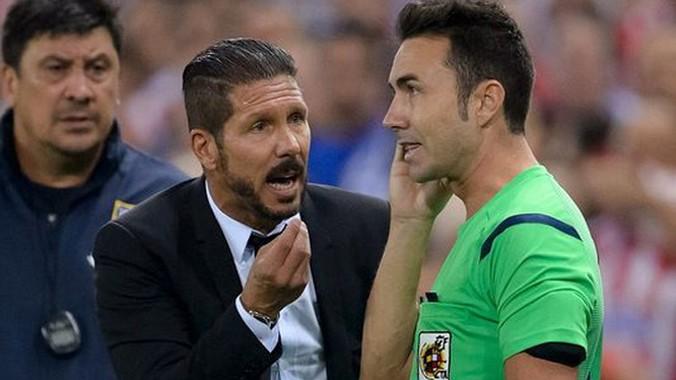 Đập đầu trọng tài, HLV Diego Simeone bị cấm chỉ đạo 8 trận