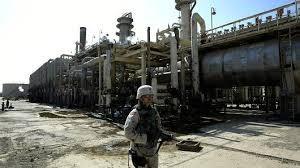 Binh sĩ đầu tiên tiến vào bên trong nhà máy Baiji.