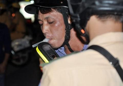 Số vụ tai nạn giao thông liên quan đến rượu bia chiếm từ 16-20%. Ảnh minh họa: Bá Đô.