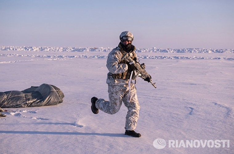 Đây có thể là lần đầu tiên lực lượng đặc nhiệm của một nước cộng hòa tự trị thuộc Nga triển khai quân ở Bắc Cực được công khai. Nguồn ảnh: Ria Novosti.