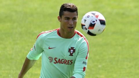 Ronaldo nói gì trước trận chiến 'bá vương' với Pháp?