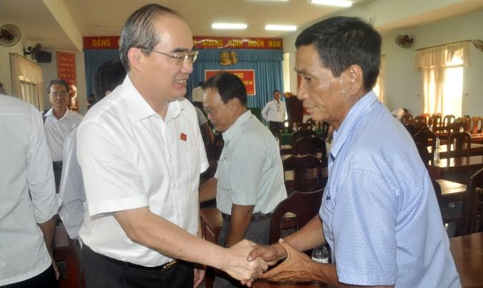 Ông Nguyễn Thiện Nhân tiếp xúc cử tri tại tỉnh Trà Vinh. Ảnh: Văn Minh.