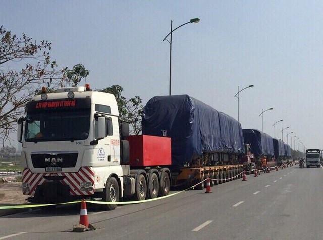 Đoàn tàu Cát Linh - Hà Đông thứ 2 trong tổng số 13 đoàn tàu đã về tới Hà Nội trong đêm 1/10.
