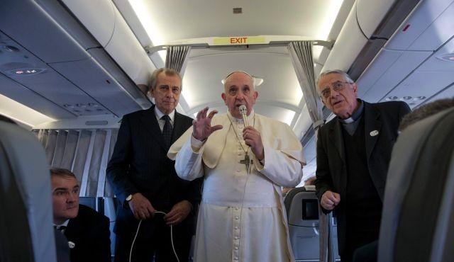 Giáo hoàng Francis trên chuyến bay trở về từ Strasburg