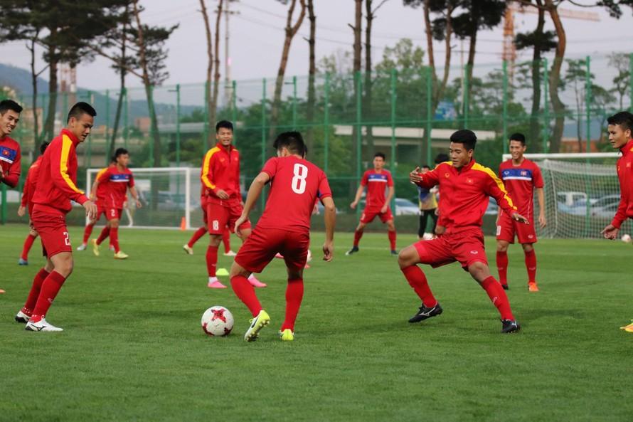 U20 Việt Nam ở buổi tập chiều 20/5 tại Cheonam. (ảnh Nhật Đoành)