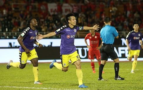 Văn Quyết ăn mừng bàn thắng ghi vào lưới CLB Tp Hồ Chí Minh.