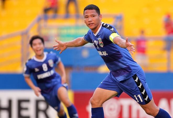 Anh Đức ăn mừng bàn thắng vào lưới Shan United. Ảnh: Zing