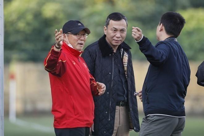 HLV Park Hang-seo sẽ không có mặt ngày đầu tuyển Việt Nam tập trung do quy định cách ly phòng dịch COVID-19. (ảnh Nhật Đoành)
