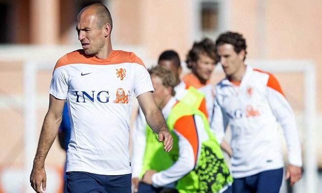 Trong bài phỏng vấn trên De Telegraaf, tiền vệ Arjen Robben thẳng thừng tuyên bố anh không có ý định gia nhập M.U như những tin đồn gần đây.