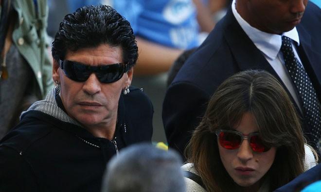 Maradona hát chế nhạo về trận thua của Brazil