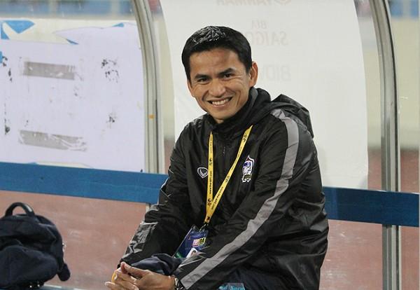 HLV Kiatisuk cảm thấy bất ngờ khi đội nhà thắng dễ và thắng đậm tuyển Việt Nam. Ảnh: Zing