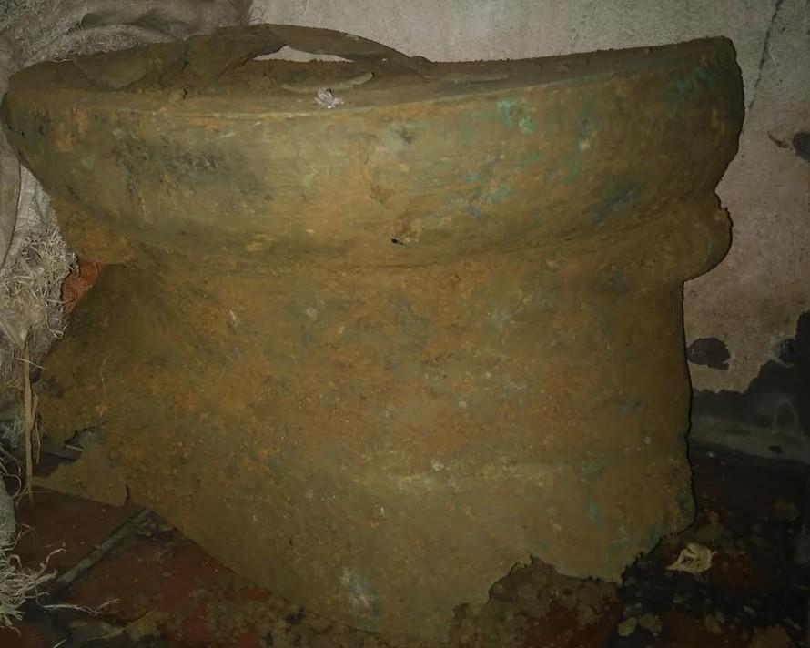 Trống đồng cổ vừa được phát hiện. Ảnh: CTV