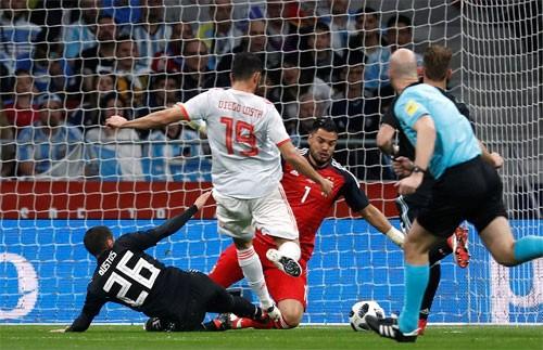 Costa mở tỷ số cho Tây Ban Nha.