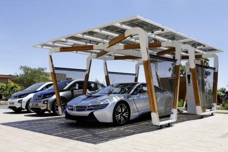 Ý tưởng về bãi đỗ xe sử dụng năng lượng mặt trời để sạc điện cho xe của BMW mang tên Solar Carport Concept.