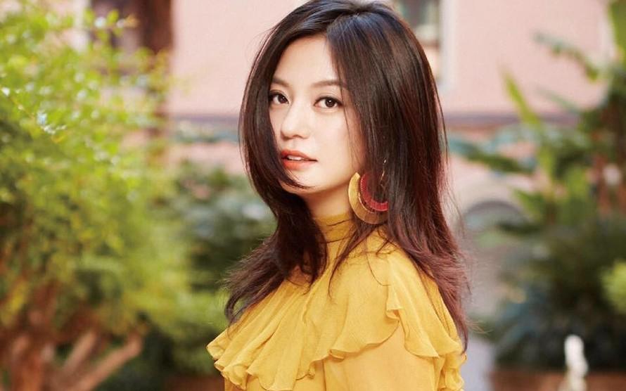 Nữ diễn viên/ca sĩ/nhà sản xuất/doanh nhân Triệu Vy.